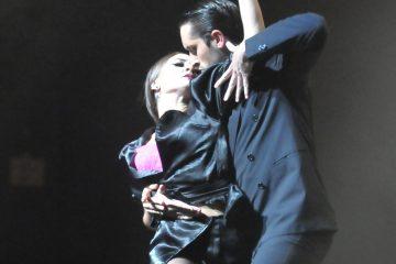 """SHM84. MIAMI (FL, EE.UU.), 30/03/2017.- Fotografía cedida por """"Tango lovers"""" (Enamorados del tango) hoy, jueves 30 de marzo de 2017, de un espectáculo de danza y música que ha viajado por medio mundo, y que llega hoy a Miami como parte de una gira estadounidense para festejar el centenario de """"La Cumparsita"""", el tango por excelencia. Doce bailarines argentinos y un grupo de músicos uruguayos, piano, bajo, bandoneón y violín, más un cantante solista, dan vida a un programa que repasa la historia del tango y utiliza el centenario como pretexto para sacarlo de casa. EFE/Tango Lovers/SOLO USO EDITORIAL/NO VENTAS"""