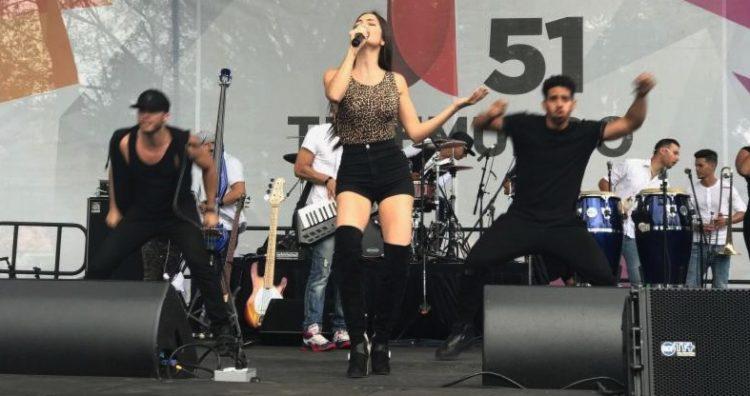 La cantautora dominicana NATTI NATASHA se presenta con éxito en el cuarentavo festival de calle 8 este pasado 12 de marzo en la pequeña Havana de la ciudad de Miami