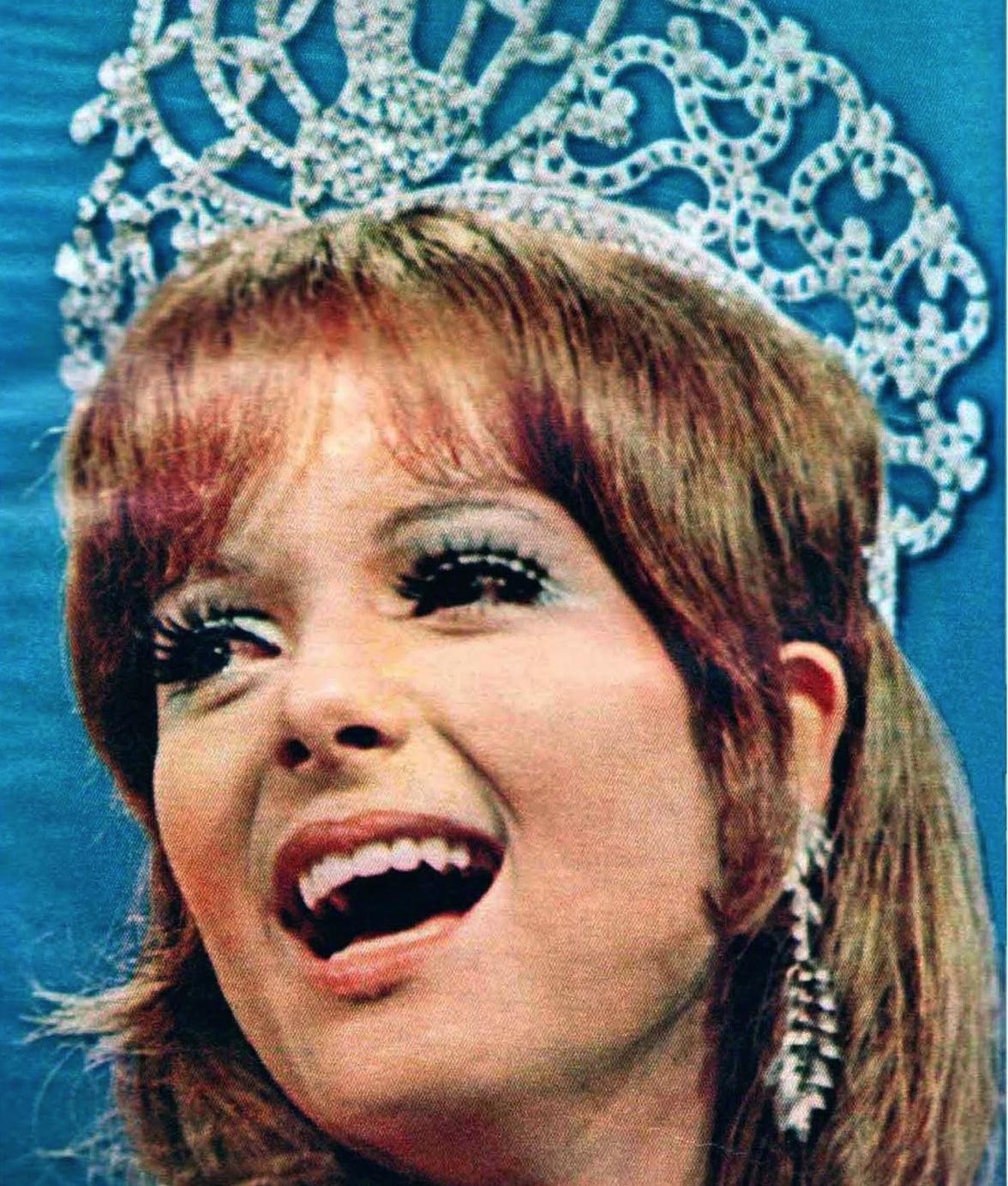 79d85fcc941243599737feeaddbd2660-1 Ednita Nazario y Miss Universo 1970 reciben nuevas estrellas de paseo famoso