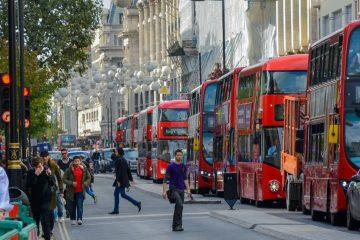 El agente de la Policía Metropolitana de Londres (o Scotland Yard) fallecido recibió los primeros auxilios en el lugar de los hechos por parte del diputado conservador Tobias Ellwood, indicó la cadena pública BBC. (Dreamstime)