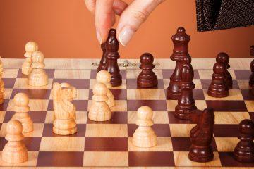 Con el marcador empatado 1,5 puntos, la cuarta partida suponía hoy la última oportunidad de ceñirse directamente la corona mediante una victoria, pero el juego, con Tan al mando de las blancas, terminó en tablas después de 35 movimientos. (Dreamstime)