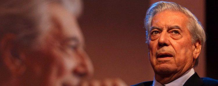 Vargas Llosa llegó el sábado pasado a Perú, acompañado por su novia, Isabel Preysler, para visitar Lima y celebrar hoy su cumpleaños en Arequipa, donde nació el 28 de marzo de 1936 (EFE)