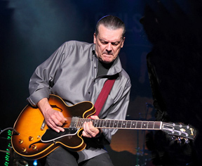 """J. Geils recuperó en su carrera en solitario la pasión por el jazz y el blues de sus comienzos en el mundo de la música a través de """"Bluestime"""" (1994) y """"Little Car Blues"""" (1996), discos que editó junto a su excompañero en J. Geils Band """"Magic Dick"""" Salwitz (EFE)"""