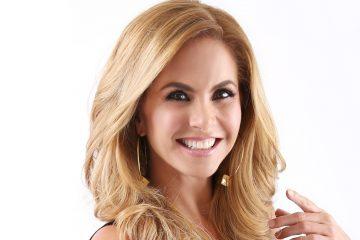 """La cantante mexicana comenzó a entonar melodías en la televisión mexicana en 1980 para el programa """"Juguemos a cantar"""" y hoy cuenta con más de treinta discos publicados (Univision)"""