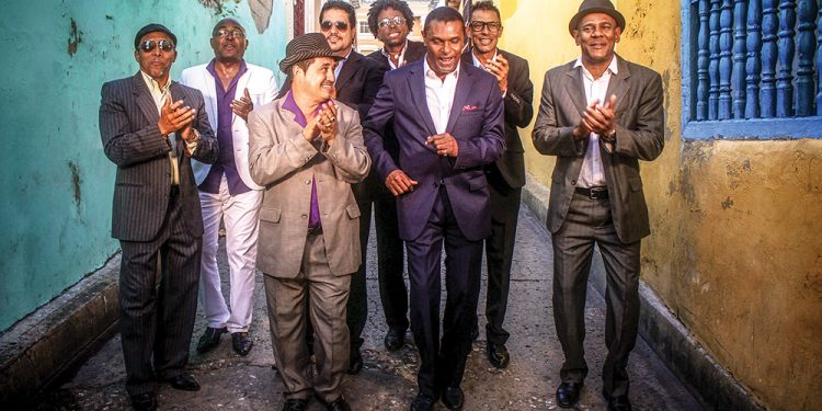 """En esta oportunidad """"El Canario"""" celebrará sus 42 años en la música y 25 álbumes producidos."""