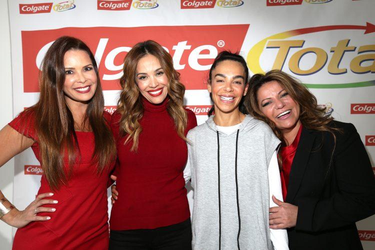 De izquierda a derecha, La D.D.S. Karen Sierra; la presentadora y anfitriona del evento Karla Martinez; la Instructora de Yoga de las Celebridades Yudy Arias y la Nutricionista y Chef Lala. (Cortesía Colgate)