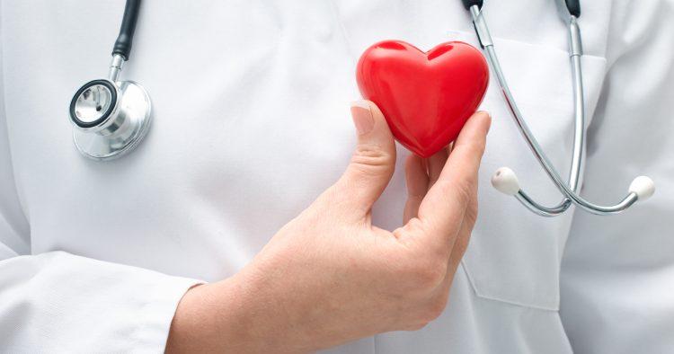 En el caso de las mujeres, tienen mayor incidencia la insuficiencia cardíaca y las enfermedades reumáticas crónicas del corazón. (Dreamstime)