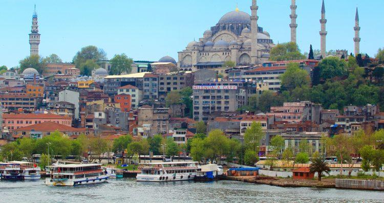 Çelik ya había declarado del pasado viernes que las relaciones de Turquía con el club comunitario estaban en su punto más bajo y que para salir de esa situación era preciso celebrar una cumbre. (Dreamstime)