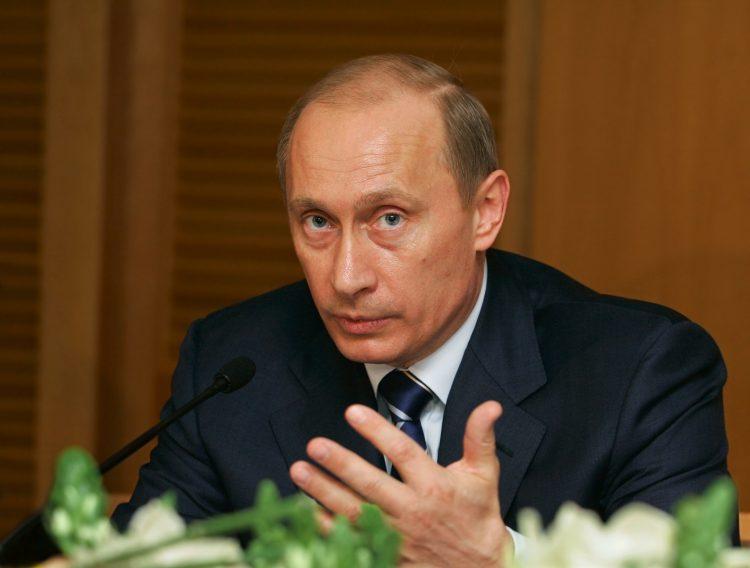 Putin y Abe, que celebran hoy su quinto encuentro en poco más de un año, se tutean, y el jefe del Gobierno japonés se dirige por el nombre de pila al líder del Kremlin. (Dreamstime)