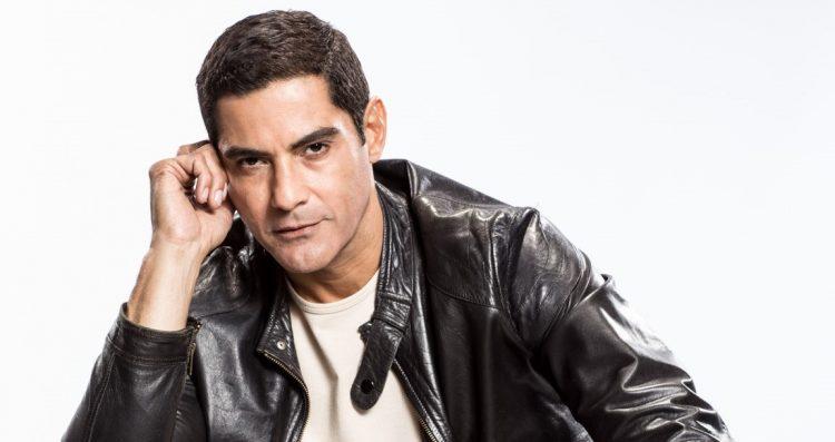 """Carlos Javier Rivera Massó, conocido por su nombre artístico como """"Charlie Massó"""", es un cantante, actor y conductor de televisión puertorriqueño, quien formo parte de la gloria del famoso grupo Menudo (Epic Group Media  )"""