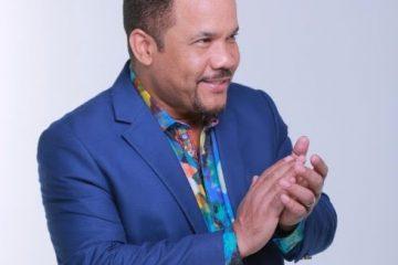 """Con un rotundo """"Sold Out"""" en el United Palace de Washington Heights de NY, el intérprete dominicano llevó a los asistentes por un recorrido a través de sus éxitos tales como: Me Voy, Me Puedo Matar, Sin Perdón , Me Duele la cabeza, entre otros"""