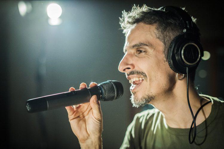 LOS CAFRES es una de las bandas fundadoras del reggae latinoamericano.  Formada en 1987 en Buenos Aires, fue pionera en interpretar reggae roots  en español