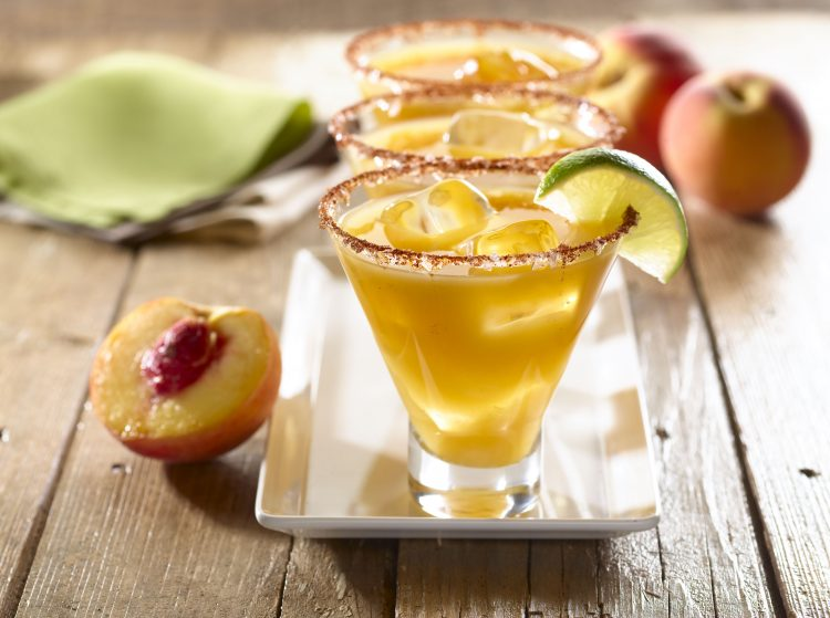 Acompaña esta deliciosa bebida con entremeses suaves durante la cena o reunión que estés realizando. (Cortesía GOYA)