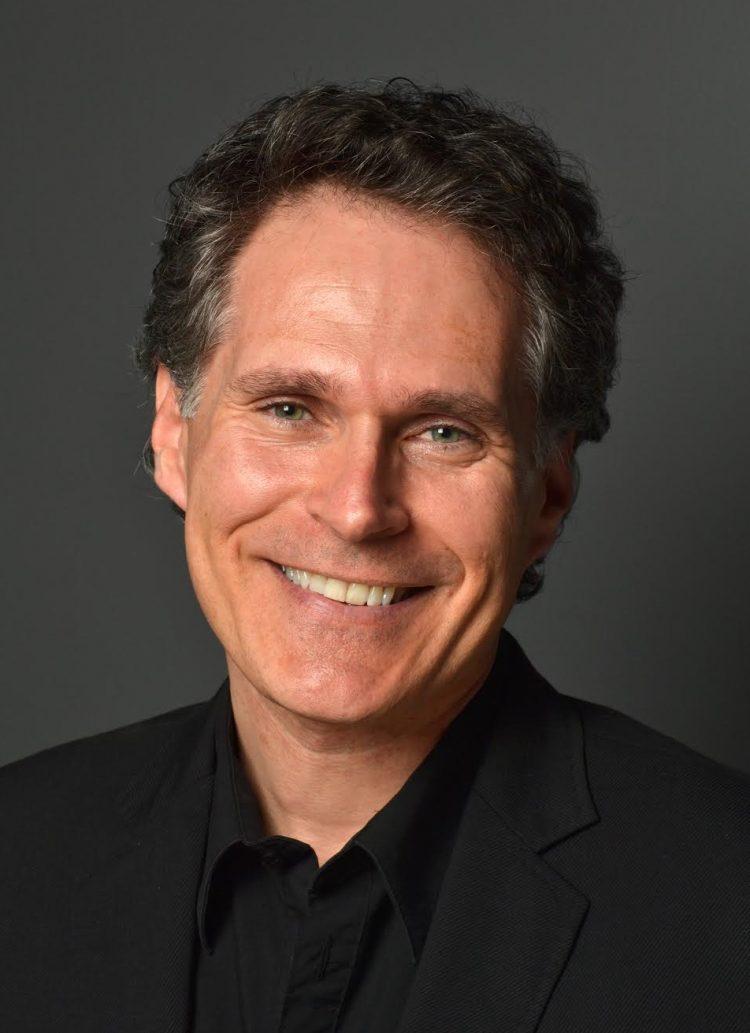 El autor Christopher Papadopoulos.