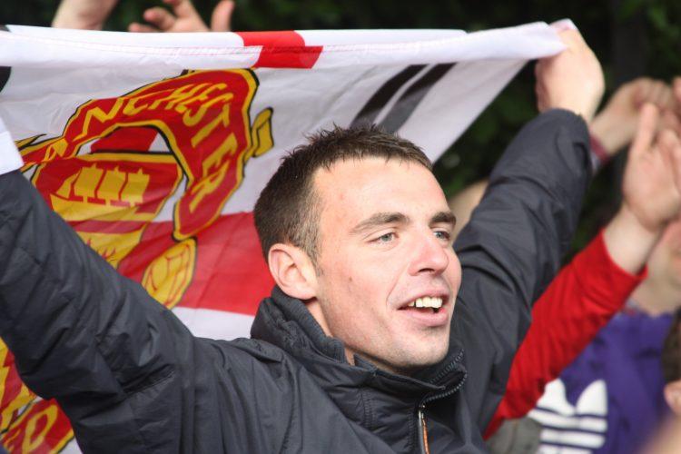 Shaw es el tercer futbolista en la primera plantilla del United que no volverá a vestirse de corto este curso, tras Zlatan Ibrahimovic y Marcos Rojo, quienes se rompieron el ligamento cruzado anterior en el duelo de vuelta de cuartos de final de la Liga Europa frente al Anderlecht (2-1). (Dreamstime)