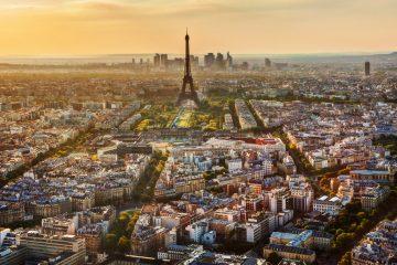 El nuevo Gobierno francés de Emmanuel Macron también anunció hoy que mañana las banderas de los edificios públicos en Francia ondearán a media hasta como forma de homenaje a las víctimas en Manchester. (Dreamstime)