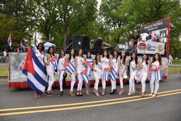 Las candidatas del Concurso de Belleza Nuestra Reina Latina USA estuvieron presentes durante el desfile y compartieron con los asistentes.