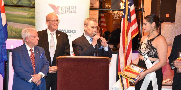 DSC_6874-750x375 Éxito total en la Gala del Desfile Cubano en New Jersey