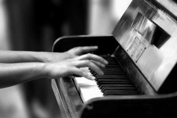 Este año, como en pasadas ediciones, conocidos figuras diseñaron el arte con que se pintaron los pianos y la lista incluye a la cantante Roberta Flack y la actriz y comediante Kate McKinnon (Dreamstime)