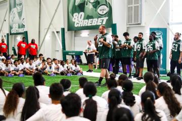 La misión del proyecto es impactar positivamente a los chicos a través de la enseñanza de destrezas de futbol americano. (Cortesía NFL)
