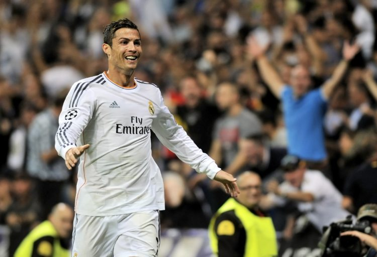 Los aficionados, que esperan ansiosos la llegada de la estrella del Real Madrid, tendrán difícil conseguir autógrafos de sus ídolos, ya que la carretera que da acceso al hotel Ramada será cerrada por motivos de seguridad. (Dreamstime)