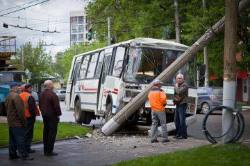 Según el Canal N de televisión, el accidente se produjo el lunes, cuando el autobús que iba con destino a Ecuador y Colombia chocó con un tráiler que transportaba combustible. (Dreamstime)