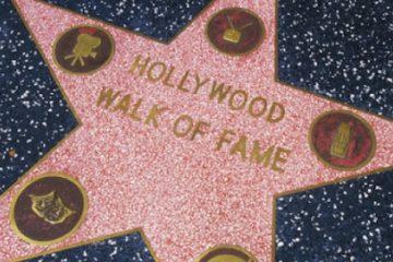 Aunque oficialmente se conoce como la relación de galardonados de 2018, la Cámara de Comercio de Hollywood aclaró que cada uno de los artistas reconocidos hoy tiene dos años para acudir a Hollywood Boulevard y desvelar su estrella en una ceremonia especial