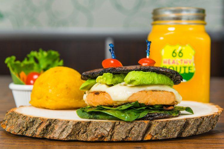 """Healthy Route 66 es una propuesta gastronómica única en el mundo, donde en más de 150 recetas creadas por su fundador, ofrece una variedad de platos que rompen esquemas del acostumbrado """"menú saludable"""" (cortesía Heathy route 66)"""