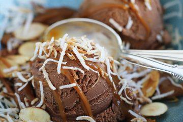 Como toque final espolvorea con el coco y las almendras.(Cortesía La Lechera)