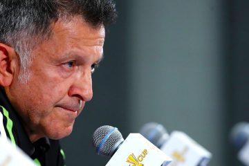 México recibe con insultos y gritos al profe Osorio