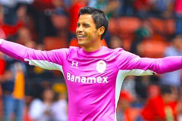 Guardameta Talavera sale en defensa de Osorio