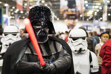 """El público de la D23 se puso en pie además para recibir al reparto de la inminente """"Star Wars: The Last Jedi"""", la nueva entrega de la saga galáctica ideada por George Lucas que verá la luz el 15 de diciembre. (Dreamstime)"""
