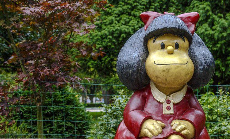 Las aventuras de Mafalda, la pequeña contestataria y luchadora social amante de los Beatles, la democracia, los derechos de los niños y la paz, y detractora de la sopa, las armas, la guerra y James Bond, se desarrollaron de 1964 a 1973. (Dreamstime)