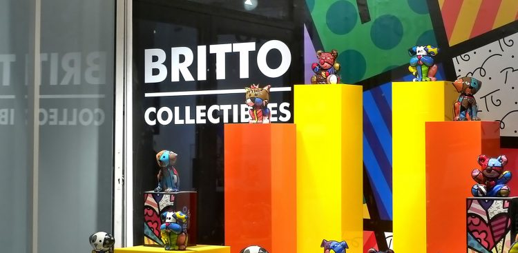 El arte de Romero Britto puede verse no solo en museos, sino en aeropuertos -solo en Brasil hay 16 que cuentan con obra suya-, edificios, parques y otros espacios públicos, y sobre todo en infinidad de objetos, desde vajillas hasta una reciente línea de bolsos de la firma italiana de moda Dolce & Gabbana. (Dreamstime)