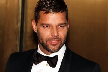 Ricky Martin, de 45 años, interpreta en la serie a Antonio D'Amico, el amante del modisto italiano asesinado en la escalinata de su mansión en Miami Beach el 15 de julio de 1997 por Andrew Cunanan, quien fue hallado muerto en un barco ocho días más tarde. (Dreamstime)