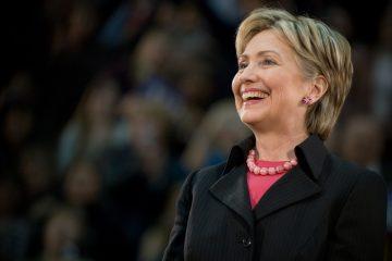 """Según el texto, Clinton también habla en su libro sobre las """"dificultades de ser una mujer fuerte ante la mirada del público, las críticas sobre su voz, su edad, su apariencia, y los dobles estándares a los que se tienen que enfrentar las mujeres en política"""". (Dreamstime)"""