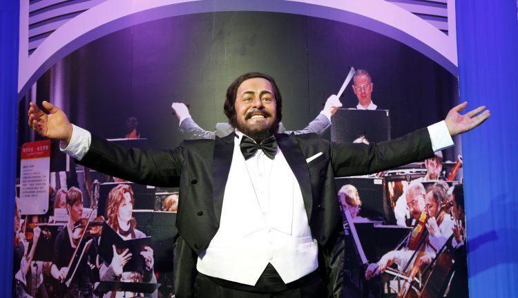 """El disco también incluye el concierto de Navidad celebrado en diciembre de 1999 en el Konzerthaus de Viena que reunió a Pavarotti con Plácido Domingo y José Carreras, el trío mundialmente conocido como """"Los Tres Tenores"""", acompañados del Coro de Niños de Gumpoldskirchen y la Orquesta Sinfónica de Viena, dirigida por Steven Mercutio. (Dreamstime)"""