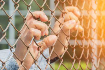 Supone un descenso del 53 % con respecto a junio del año pasado, cuando hubo 45.722 arrestos, una cifra superior a 2015 y que recordó al pico de 2014, cuando miles de niños procedentes del Triángulo Norte de Centroamérica (El Salvador, Guatemala y Honduras) llegaban solos a EE.UU. tras un largo y peligroso viaje. (Dreamstime)
