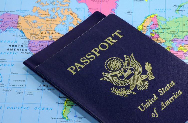 """En una llamada con la prensa, un funcionario del Departamento de Seguridad Nacional consideró que otorgar visados a extranjeros es """"totalmente compatible"""" con las políticas nacionalistas de Trump. (Dreamstime)"""