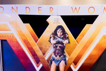 """Gal Gadot, la estrella de """"Wonder Woman"""", participó hoy en el acto en la Comic-Con junto a sus compañeros de """"Justice League"""", el filme que se estrenará el próximo 17 de noviembre y que reunirá a esta superheroína junto a otras figuras de los cómics como Batman (Ben Affleck), Aquaman (Jason Momoa), Flash (Ezra Miller) y Cyborg (Ray Fisher). (Dreamstime)"""