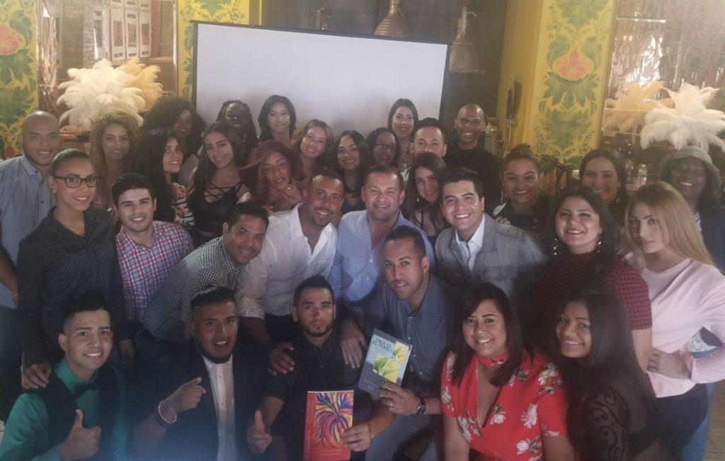 """3.-Estudiantes-premiación.-1-1024x983 Graduación de """"Alfombra Roja"""" fue un éxito"""