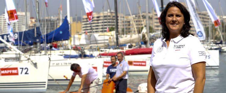 La tenista Conchita Martínez posa durante su visita al Club Naútico de Palma, en el que presenciará la segunda jornada 36 edición de la Copa del rey de Vela que comenzará este miércoles en la bahía de Palma. EFE/Ballesteros