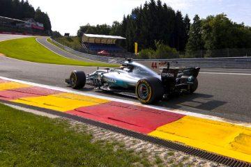El piloto británico Lewis Hamilton, de Mercedes AMG, participa en la primera sesión de entrenamientos libres en el circuito de Spa-Francorchamps, Bélgica, el pasado, 25 de agosto de 2017. El Gran Premio de Bélgica de Fórmula Uno se disputará el próximo 27 de agosto. EFE/Valdrin Xhemaj