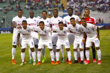 Los jugadores del Olimpia posan para la fotografía oficial el pasado, jueves 3 de agosto de 2017, antes de un partido entre Olimpia de Honduras y Alajuela de Costa Rica, por la Liga de Campeones de la CONCACAF, en el Estadio Nacional de Tegucigalpa (Honduras). EFE/Gustavo Amador