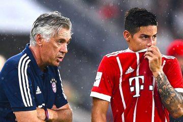 El entrenador italiano Carlo Ancelotti (i) del FC Bayern de Múnich habla con el jugador de su equipo James Rodríguez (d) durante la semifinal de la Copa Audi el, martes 1 de agosto de 2017, en un partido entre el FC Bayern de Múnich y el FC Liverpool, en Múnich (Alemania). EFE/Christian Bruna