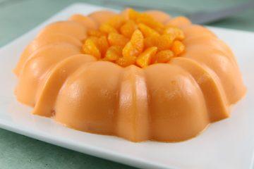 Decora con más mandarinas en el centro si así lo deseas. (cortesía La Lechera)
