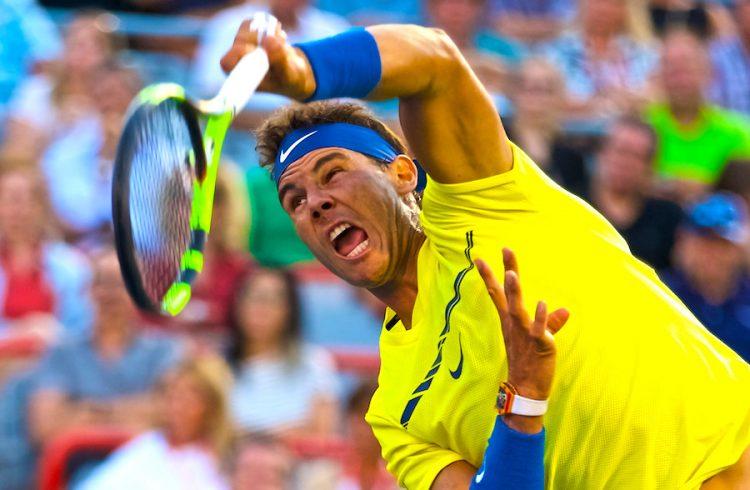 Rafael Nadal de España devuelve una bola a Borna Coric de Croacia el, miércoles 9 de agosto de 2017, durante un partido de la segunda ronda del torneo Masculino ATP en Montreal (Canadá). EFE/ANDRE PICHETTE