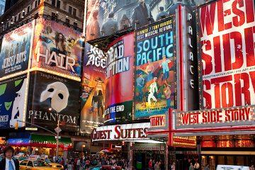 El mundo del teatro continúa así con una tradición que, según coinciden en señalar los expertos, se inició en 1952 tras el fallecimiento de la actriz de musicales Gertrude Lawrence. (Dreamstime)