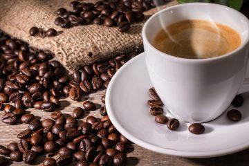 El peruano consume 850 gramos de café al año y probablemente nunca ha tomado el café achocolatado, con sabor a uvas, otras frutas y flores, que se producen en Puno, Cuzco, Amazonas o Cajamarca. (Dreamstime)