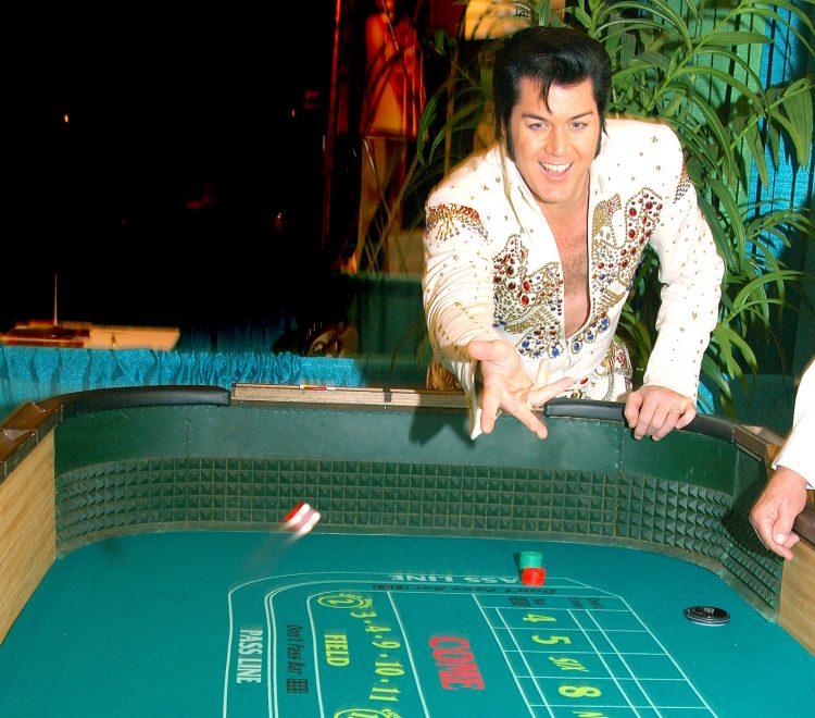 """Fallecido el 16 de agosto de 1977, Elvis Aaron Presley se abrió un espacio de honor en la música no solo por canciones emblemáticas, como """"Don't Be Cruel"""", """"Jailhouse Rock"""" o """"(Let Me Be Your) Teddy Bear"""", sino por erigirse en figura visible de la transformación cultural que vivió la sociedad estadounidense a partir de la década de 1950. (Dreamstime)"""
